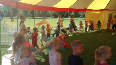 Children learn their own show & take part in circus workshops